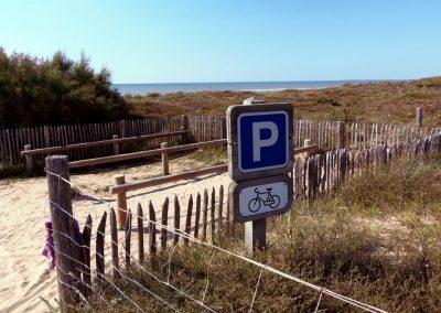 fietsparkeerplaats aan het strand in frankrijk