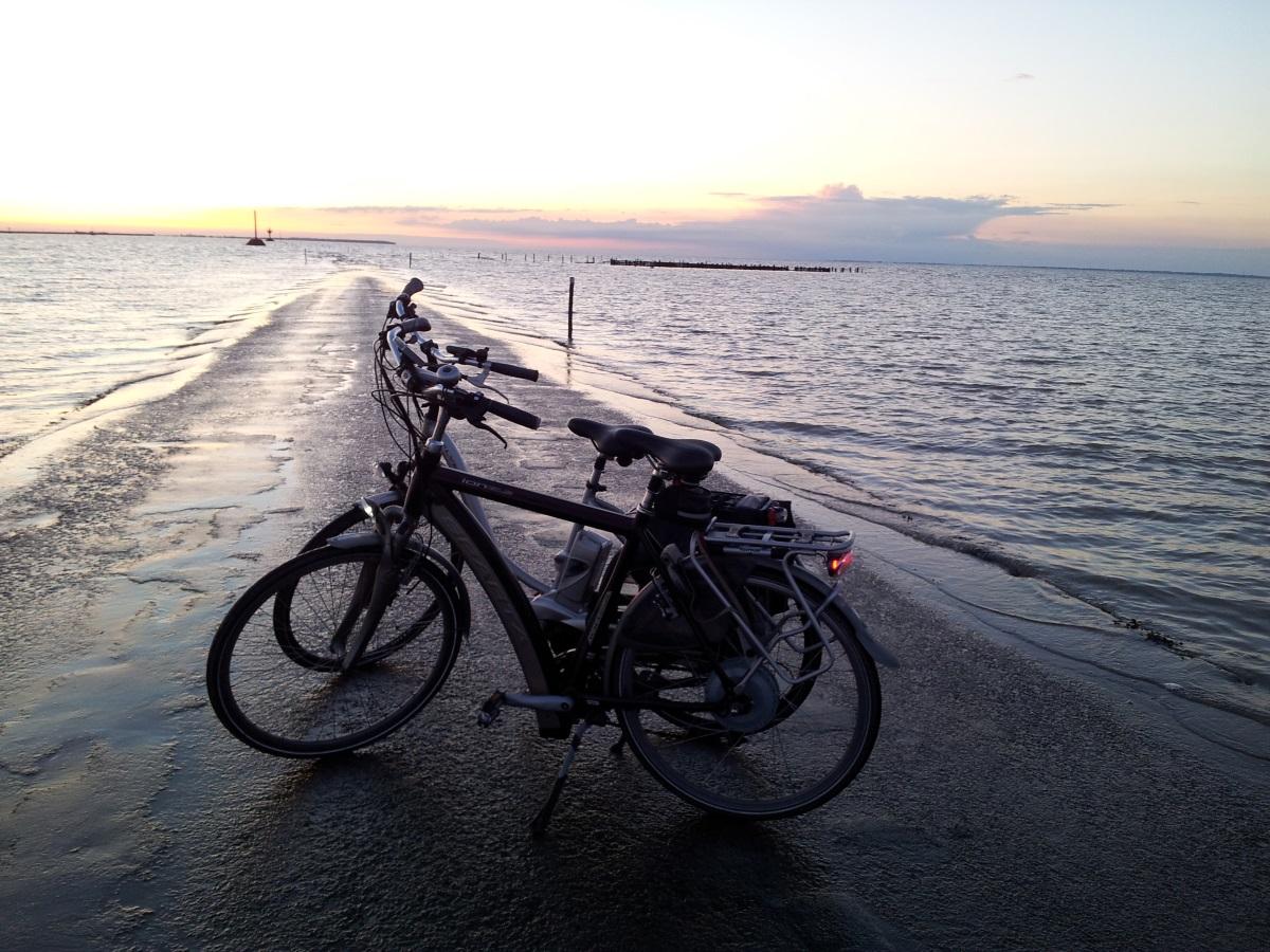 fietsen langs de kust