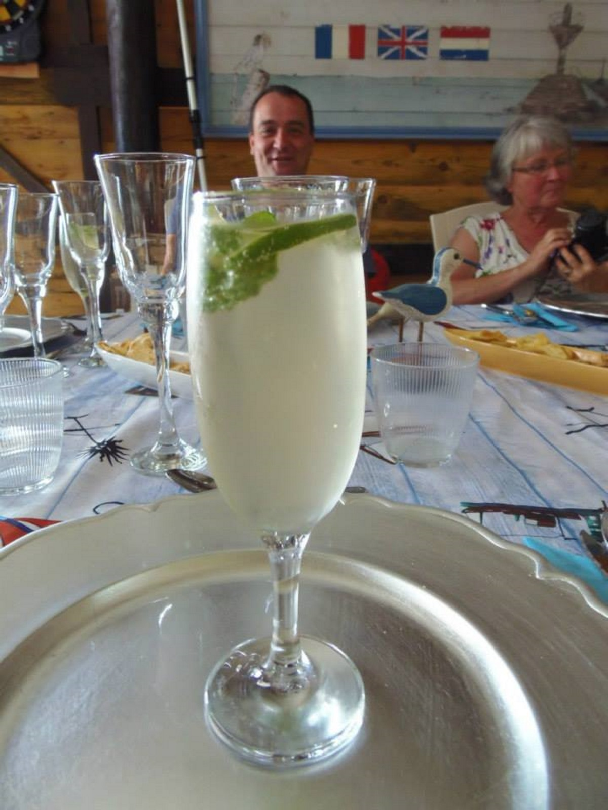 de-beroemde-hugo-cocktail