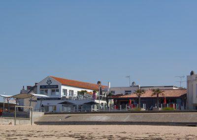 restaurantjes en bar aan het strand in Frankrijk
