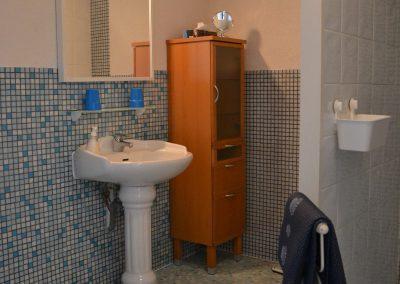 ruime badkamer in vakantiewoning in frankrijk
