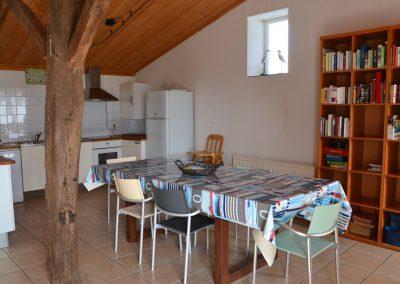 ruime keuken in vakantiehuisje in frankrijk