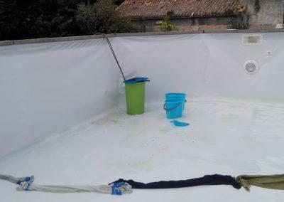 zwembad in bijna leeggepompt