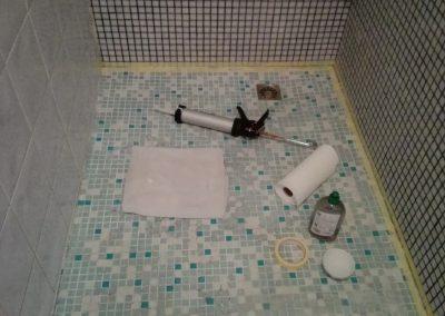 de badkamer is gekit