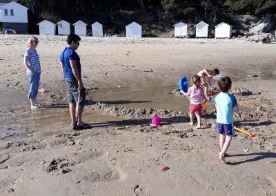 spelen op het strand in frankrijk