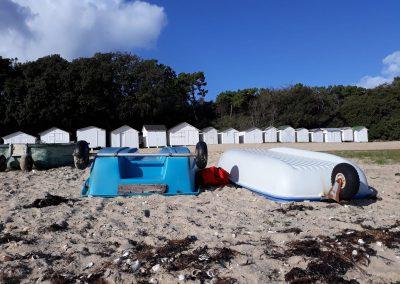 de laatste bootjes op het strand