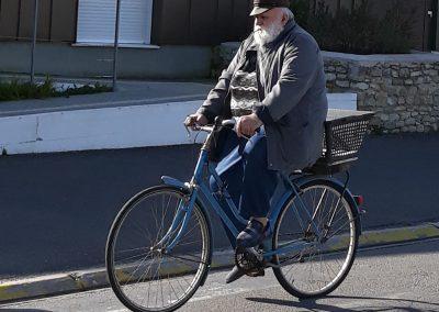 visser op een fiets