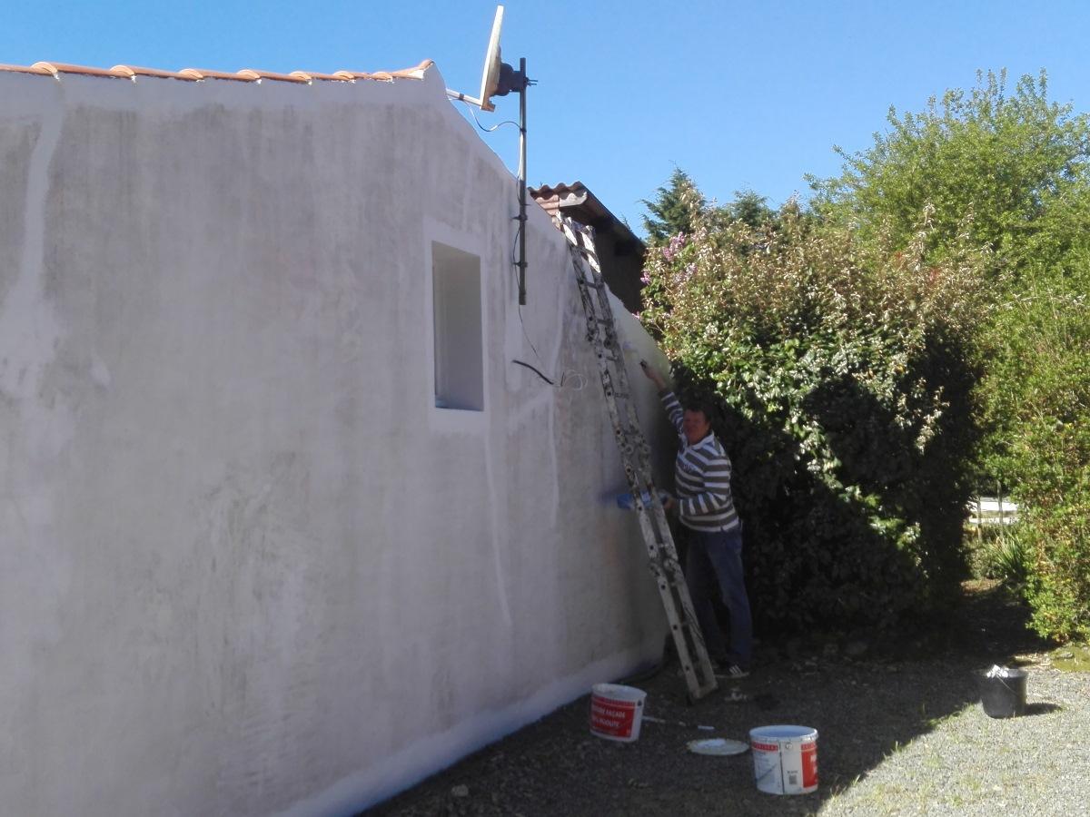 de muren worden geschilderd