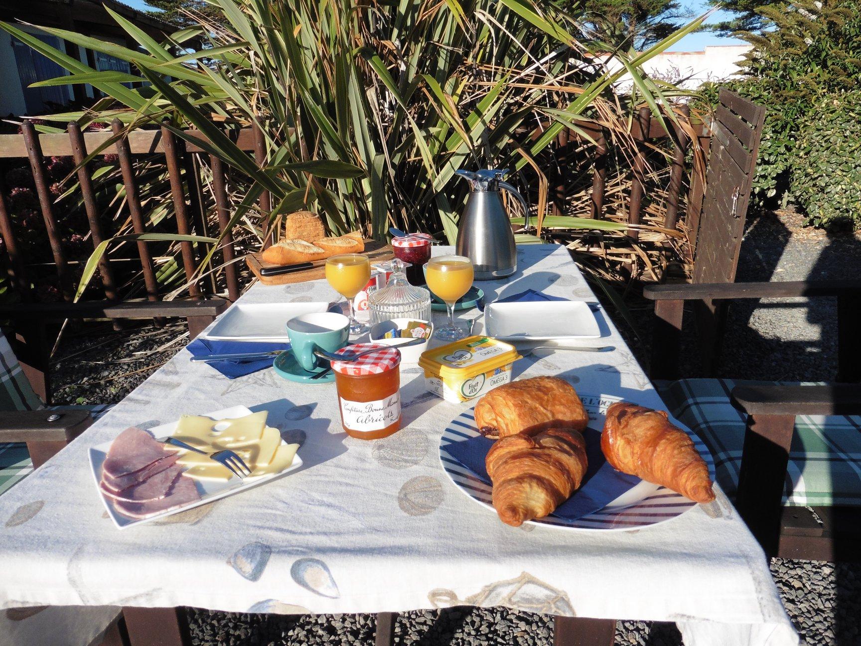 Buiten ontbijten in Frankrijk