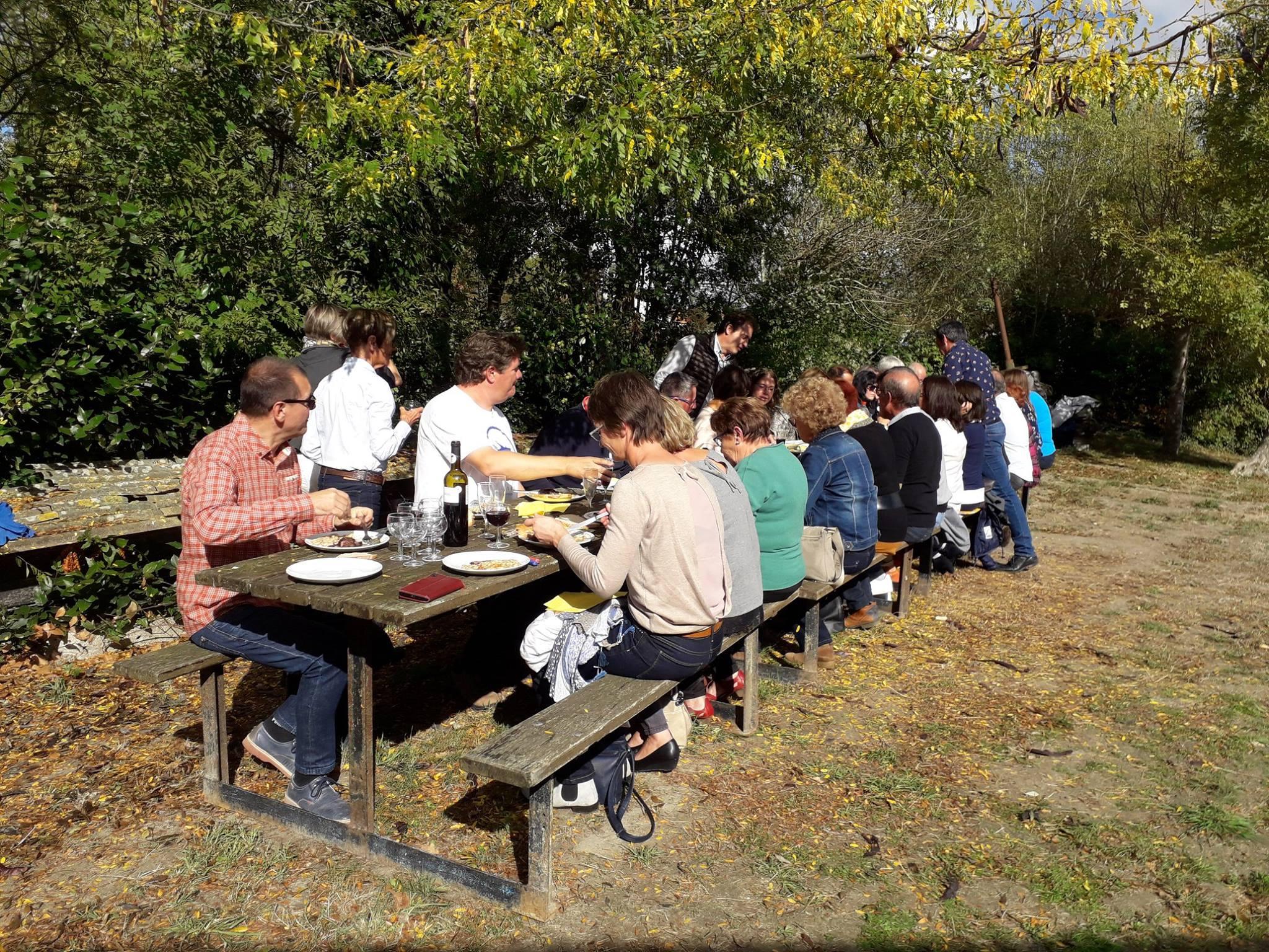 lekker buiten lunchen in Frankrijk