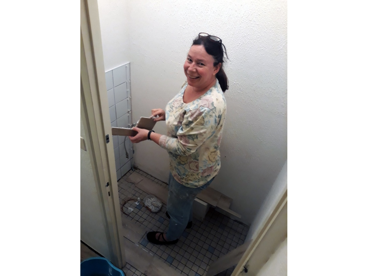 Nieuwe tegels inb de WC in Frankrijk