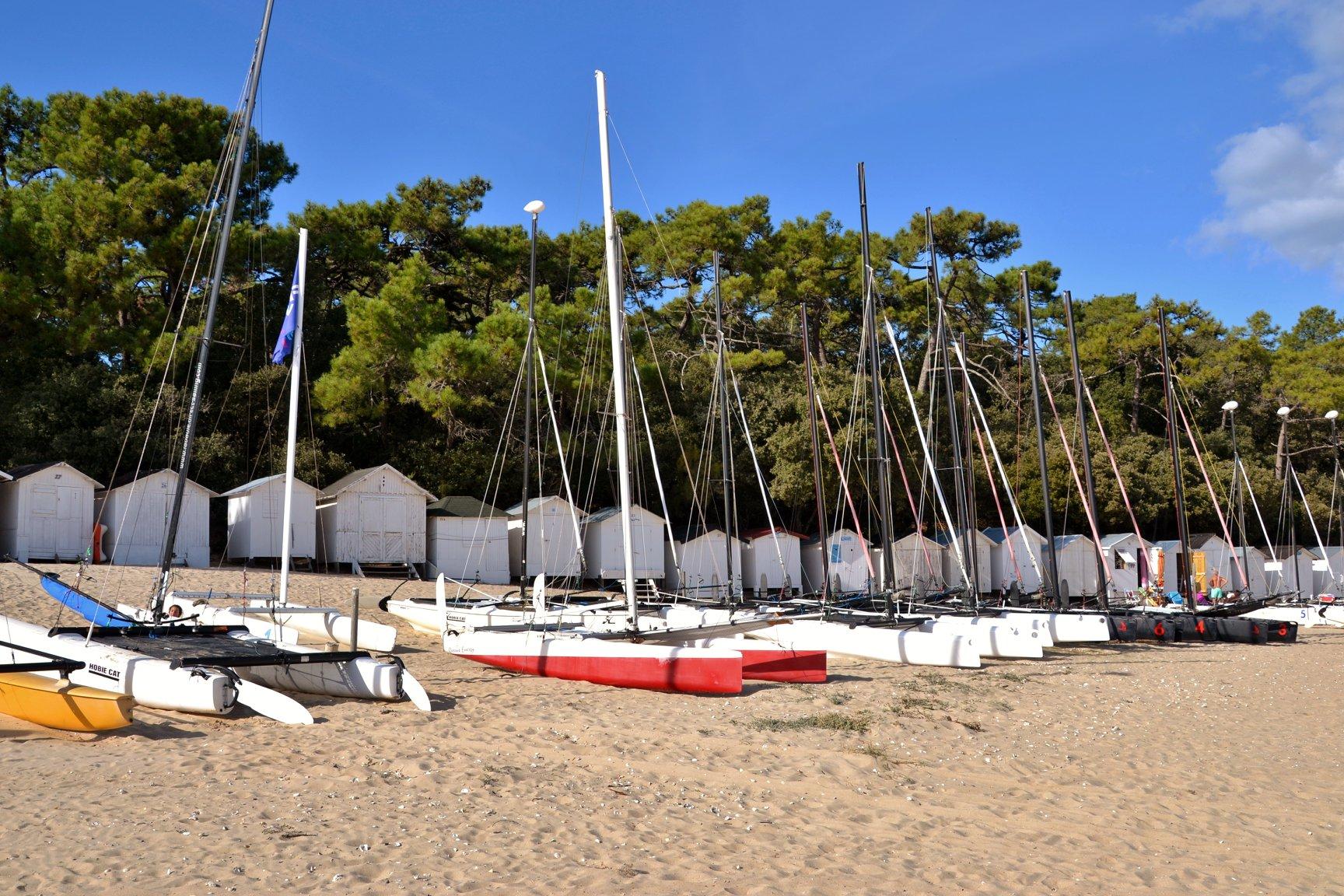 strandhuisjes op het strand in Frankrijk