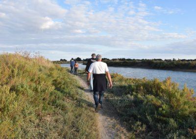 wandelen langs het water in Frankrijk